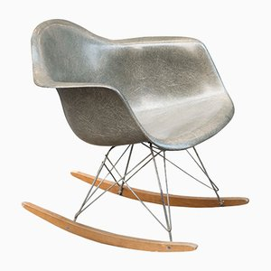 Sedia a dondolo vintage di Charles & Ray Eames per Herman Miller, anni '50