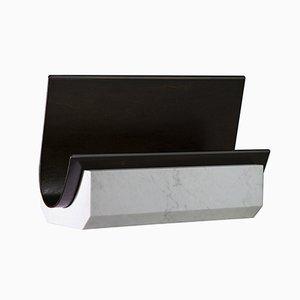 Zeitungsständer aus Weißem Carrara Marmor & und Handbemaltem Holzfurnier von Privatiselectionem