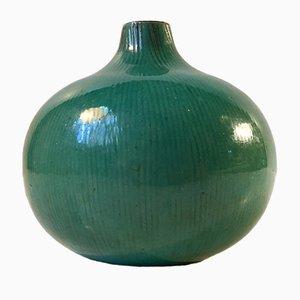 Jarrón Mid-Century con forma de cebolla en verde esmaltado de Bo Fanjans, años 50