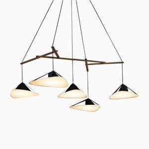 Lámpara colgante Emily formada por un grupo de cinco luces en alto brillo de Daniel Becker
