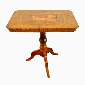 Tavolino da caffè in legno di noce con intarsi di Sorrento, fine XIX secolo