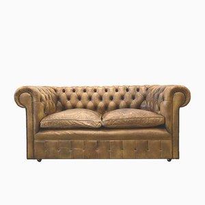 Sofá de dos plazas Chesterfield inglés de cuero marrón, años 60