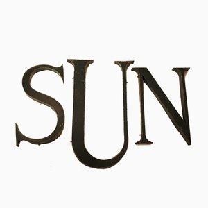 Grün Lackiertes Französisches Industrielles Vintage SUN Buchstaben Set aus Metall, 1930er