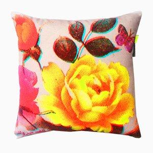 Cuscino con fiori e farfalle di Rana Salam