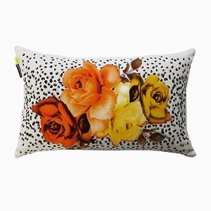 Cuscino con bouquet e punti neri di Rana Salam
