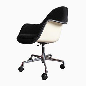 Verstellbarer Vintage Glasfaser Sessel von Charles & Ray Eames für Herman Miller