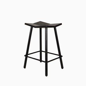 Taburete Mitre Stool de mesa en negro de Shaun Kasperbauer para Souda