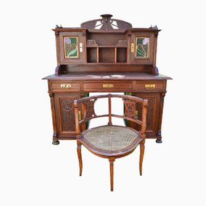 Butaca y escritorio de nogal tallado modernistas antiguos