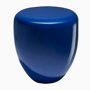 Mesa auxiliar o taburete Dot en azul persa de Reda Amalou