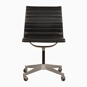 Schwarzer Schreibtischstuhl von Charles & Ray Eames für Herman Miller, 1950er
