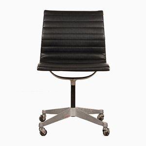 Sedia da scrivania nera di Charles & Ray Eames per Herman Miller, anni '50
