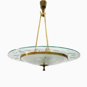 Lámpara de araña Mid-Century de latón y vidrio cincelado de Pietro Chiesa para Fontana Arte, años 50
