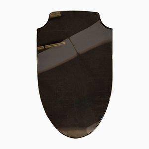 Specchio a forma di scudo in ottone e vetro bronzeo di Richy Almond per Novocastrian