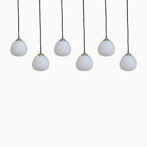 Lámparas colgantes de vidrio ópalo y latón, años 50. Juego de 6
