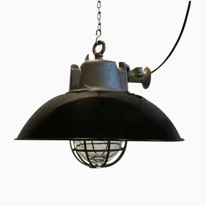 Lámpara colgante industrial enjaulada de hierro fundido y esmalte negro, años 50