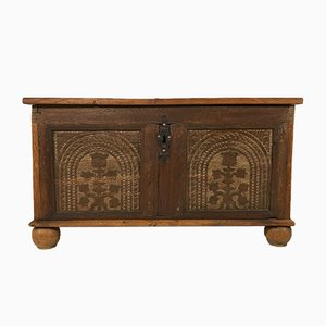 Commode Scandinave Antique en Chêne Sculpté