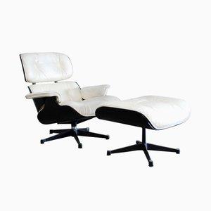 Poltrona e poggiapiedi Mid-Century di Charles & Ray Eames per Vitra