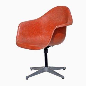 Orangefarbener Vintage Drehstuhl Von Charles U0026 Ray Eames Für Herman Miller,  1960er