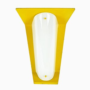 Lámpara de pared italiana en amarillo de vidrio opalino y metal, años 60