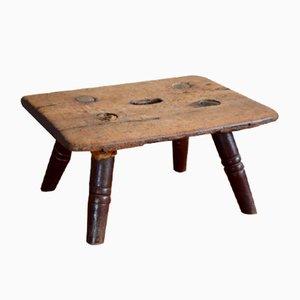 Antiker Fußhocker im rustikalen Stil