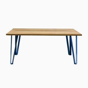 Victoria's Table mit blauen Beinen von Studio Deusdara