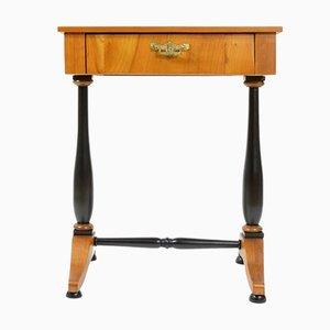 Mesa de coser antigua de madera de cerezo