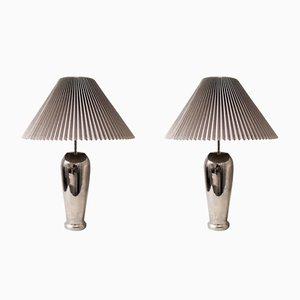 Lámparas de mesa de metal cromado con pantallas plisada dura, años 80. Juego de 2