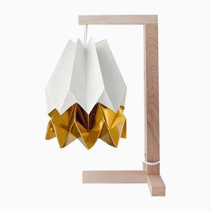 Lámpara de mesa en blanco polar con franja en dorado cálido claro de Orikomi
