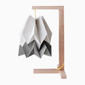 Lámpara de mesa en gris claro con franja en gris alpino de Orikomi