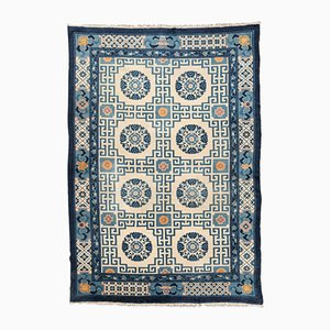 Antiker Chinesischer Wollteppich in Blau & Beige