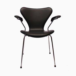 Silla modelo 3207 Seven de cuero negro de Arne Jacobsen para Fritz Hansen, años 80