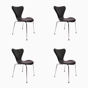 Sillas Seven modelo 3107 de cuero negro de Arne Jacobsen para Fritz Hansen, años 80. Juego de 4