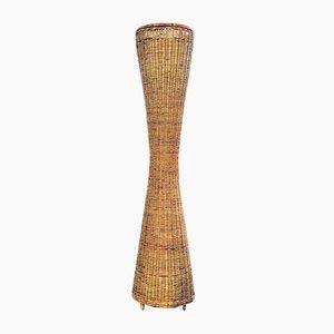 Lámpara de pie italiana en forma de columna cónica de ratán, años 50