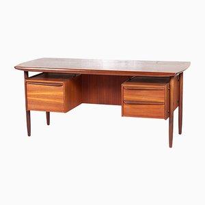 Skandinavischer Mid-Century Schreibtisch aus Teak, 1960er