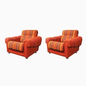 Orange dänische Armlehnstühle, 1970er, 2er Set