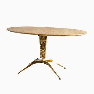 Tavolino da caffè ovale in marmo con base sclutorea in bronzo e rilievi, anni '50