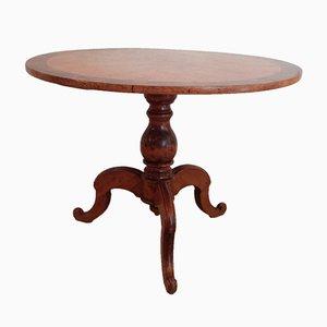 Mesa de comedor antigua con chapa de abedul