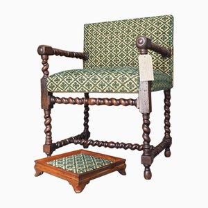 Armlehnstuhl aus Eiche mit passender Fußstütze, 19. Jh.