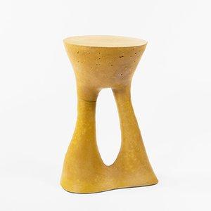 Tavolino Kreten alto color mostarda di Isaac Friedman-Heiman per Souda
