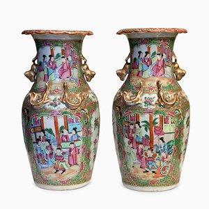 Antike chinesische Canton Famille Rose Vasen, 2er Set