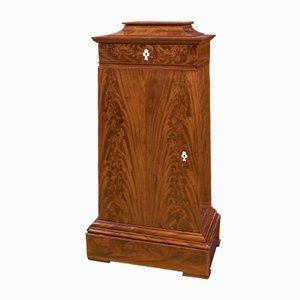 Muebles Trapezoidal daneses antiguos de caoba con cajones en la superficie. Juego de 2
