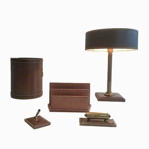 Lámpara de cuero, cesto, pisapapeles, diario y portabolígrafo, años 70