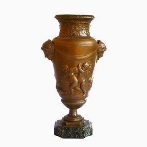 Urna Art Nouveau in metallo
