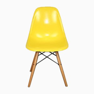 Chaise DSW Jaune par Charles & Ray Eames pour Herman Miller