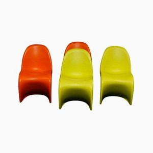 Sillas infantiles vintage en naranja y verde de Verner Panton para Vitra. Juego de 3