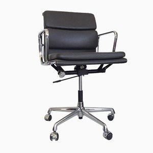 Vintage Leder EA 217 Soft Pad Chair von Charles & Ray Eames