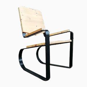 Flacher französischer Armlehnstuhl in Metall & Pinienholz, 1960er
