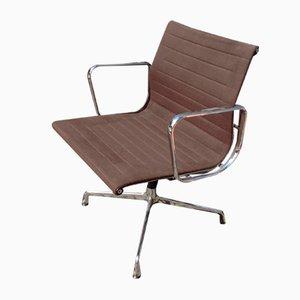 Silla modelo EA108 de aluminio de Charles Eames para Vitra, años 60