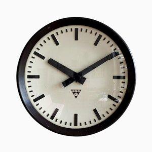 Industrielle Bakelit Uhr von Pragotron, 1960er
