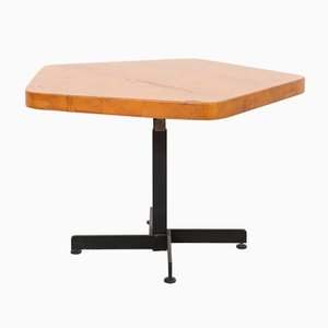 Tavolo pentagonale Les Arcs regolabile di Charlotte Perriand